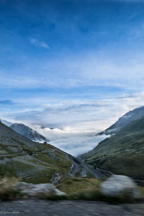 montagne briançon chemin route nuage pierre roche